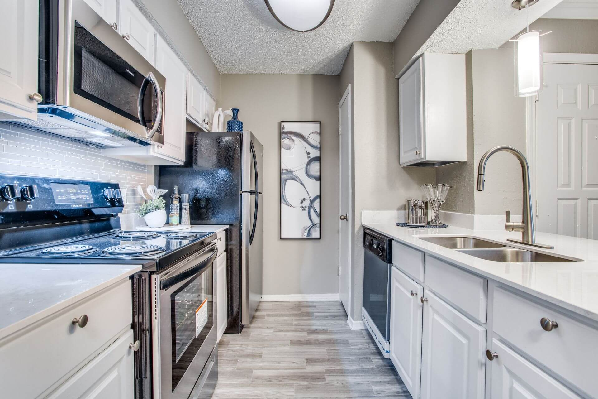 updated kitchen model- Irving Tx apartments